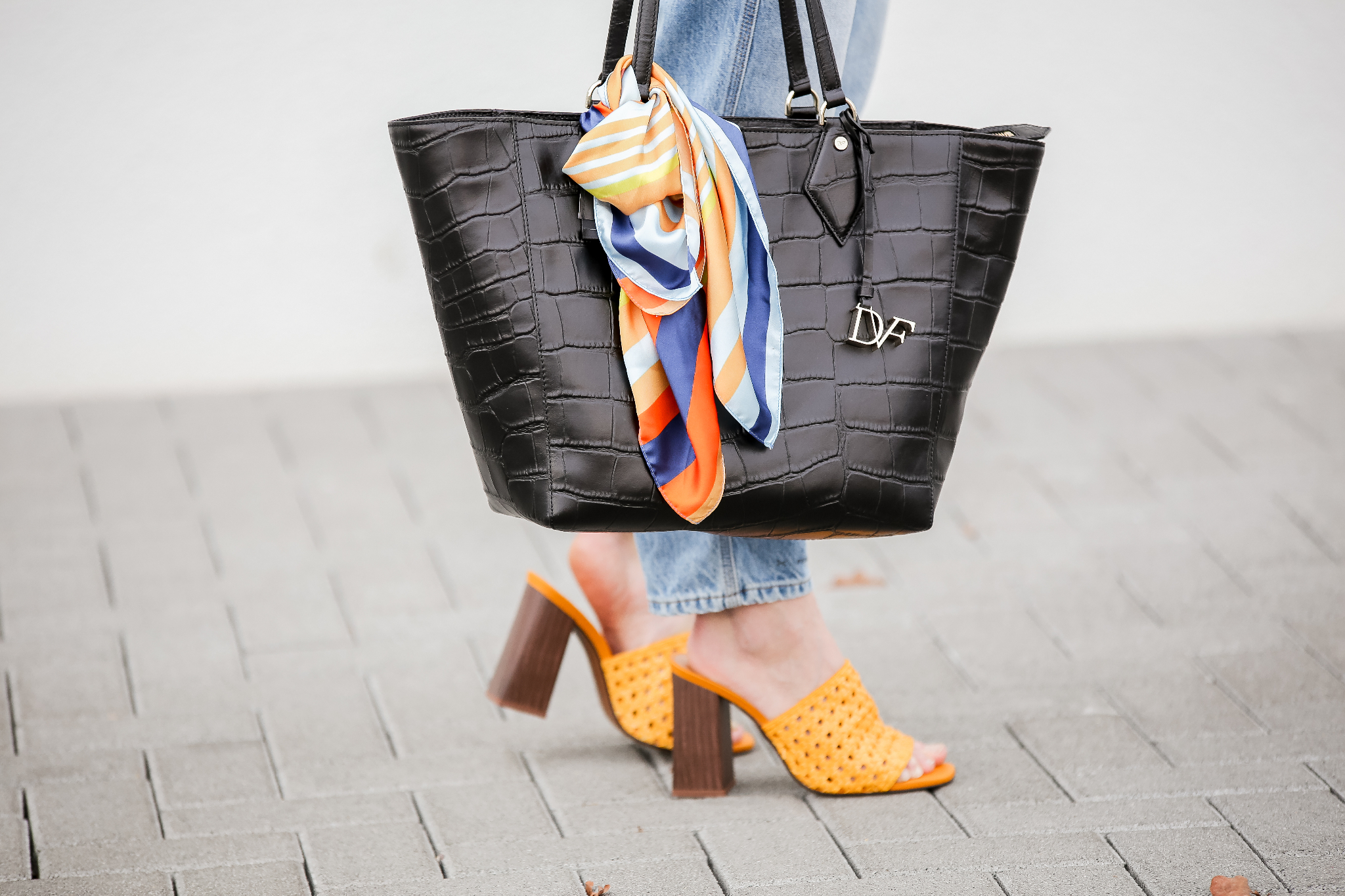 Fashion_Outfit_Yellow_Mules_DvF_Shopper_MOD - by Monique-4