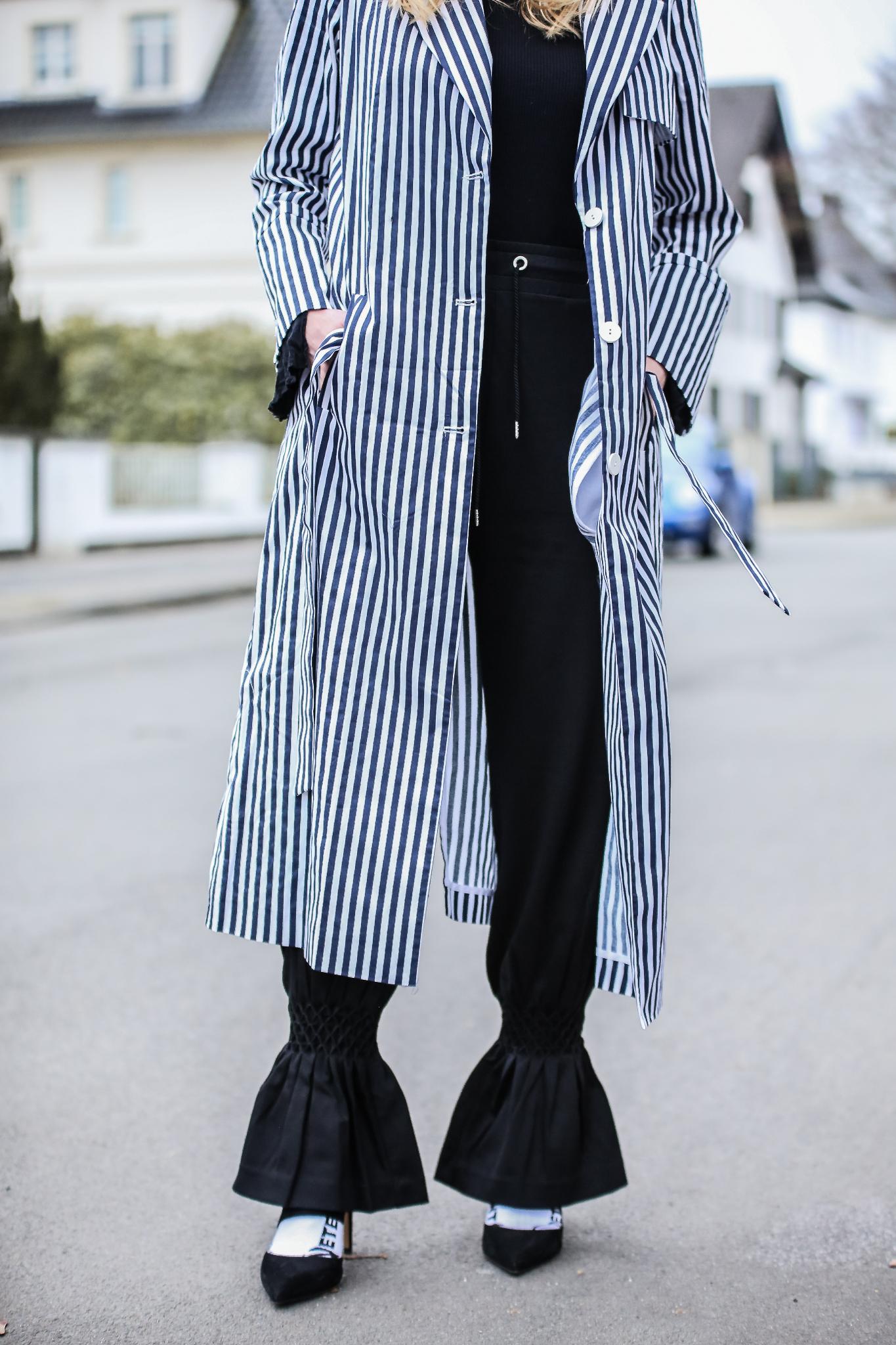 MOD-by-Monique-Fashion-Looks-Striped-Coat-Big-Volants-24