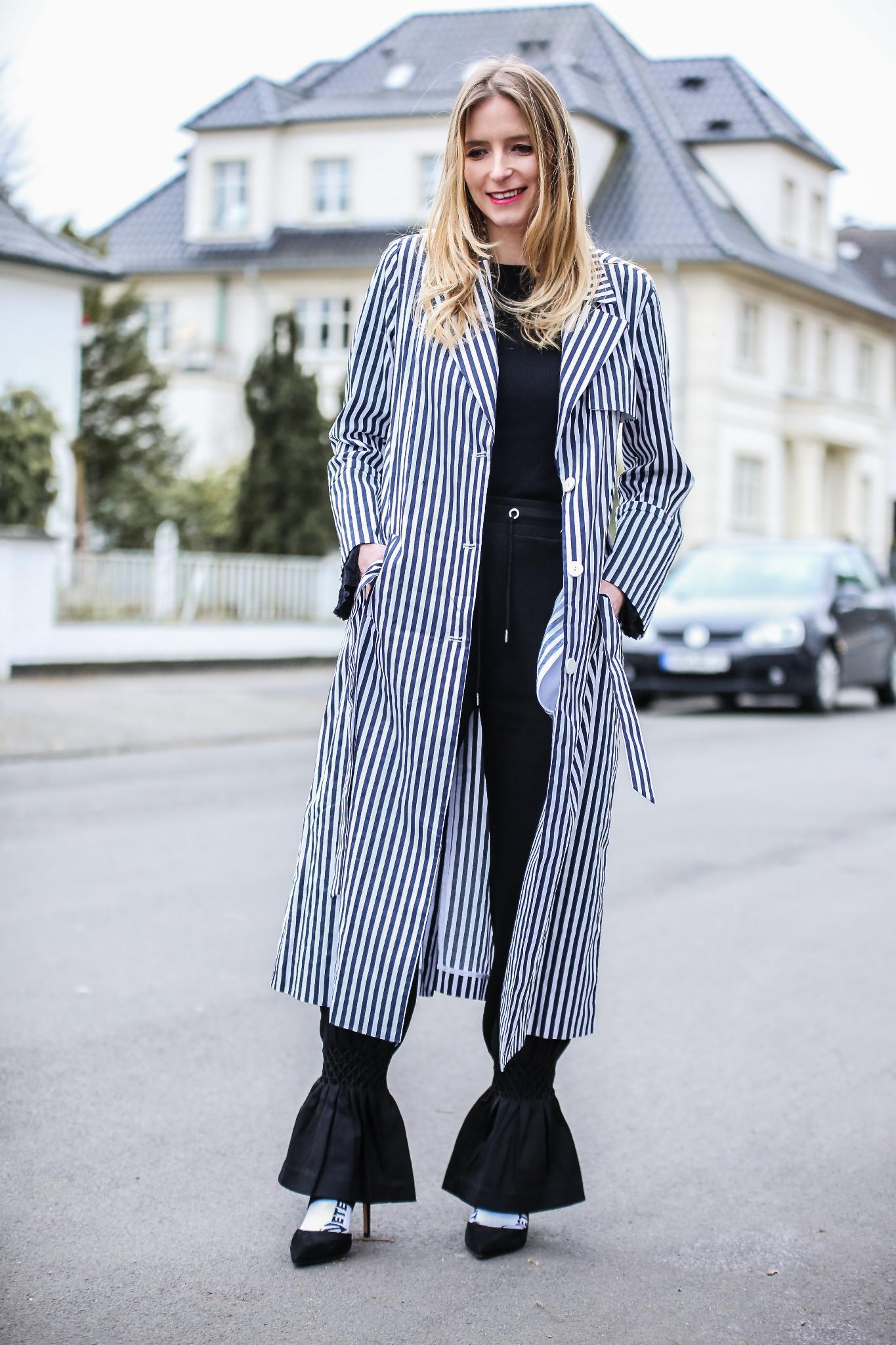 MOD-by-Monique-Fashion-Looks-Striped-Coat-Big-Volants-25