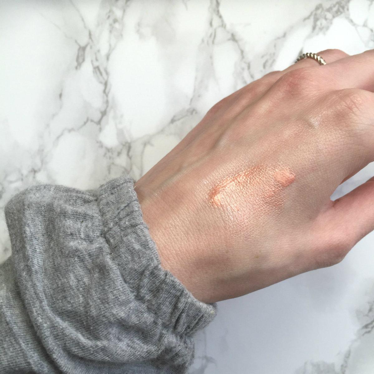 Beauty_NARS_Cosmetics_Highlighter_Orgasm_Hand_3