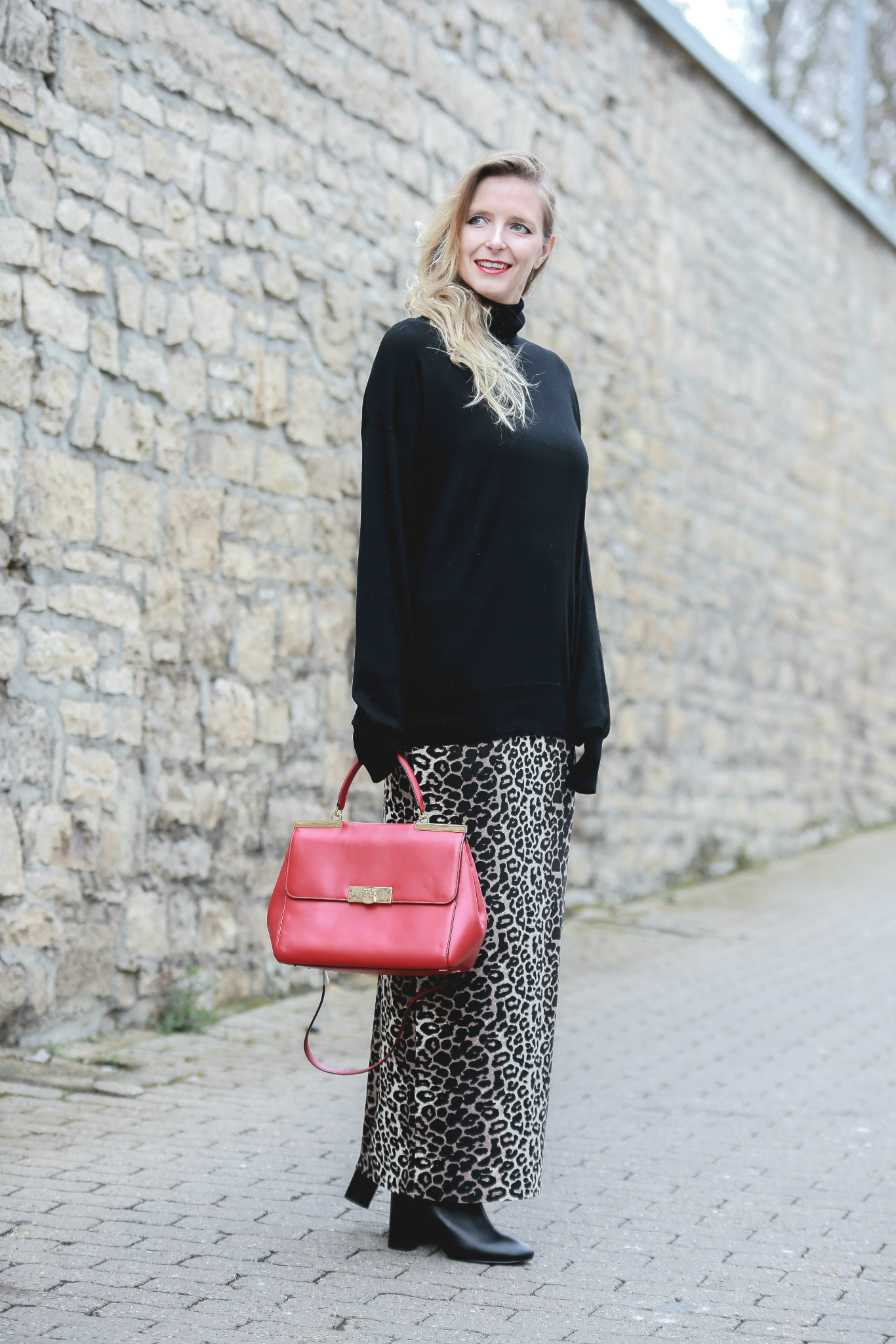Fashion_Outfit_Red_Leo_Maxiskirt