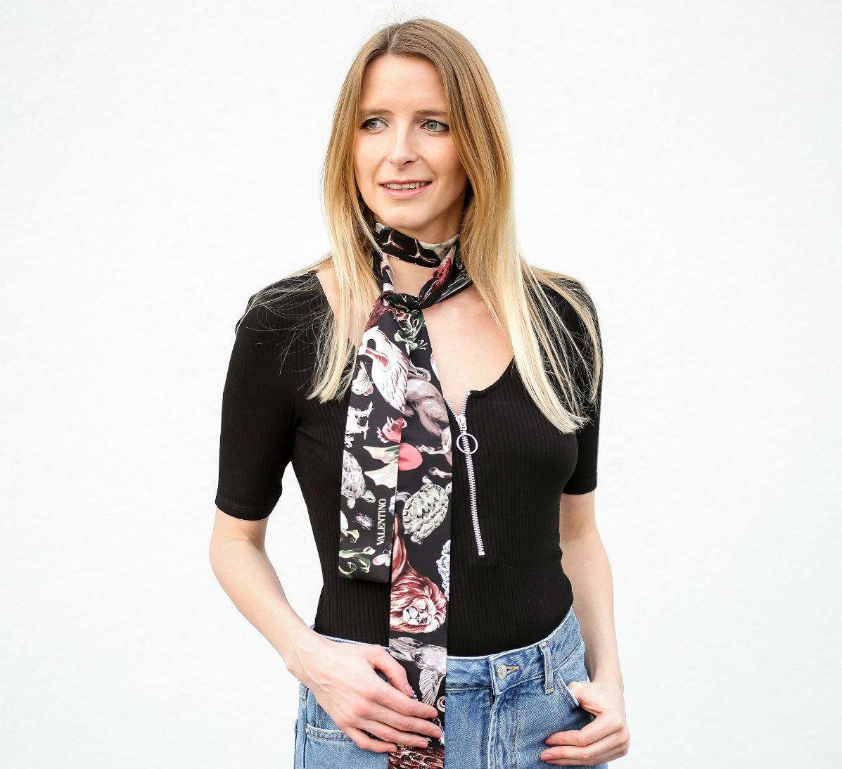 Fashion_Outfit_Zip_Zipper_Body_Valentino_Scarf-12_pixlr
