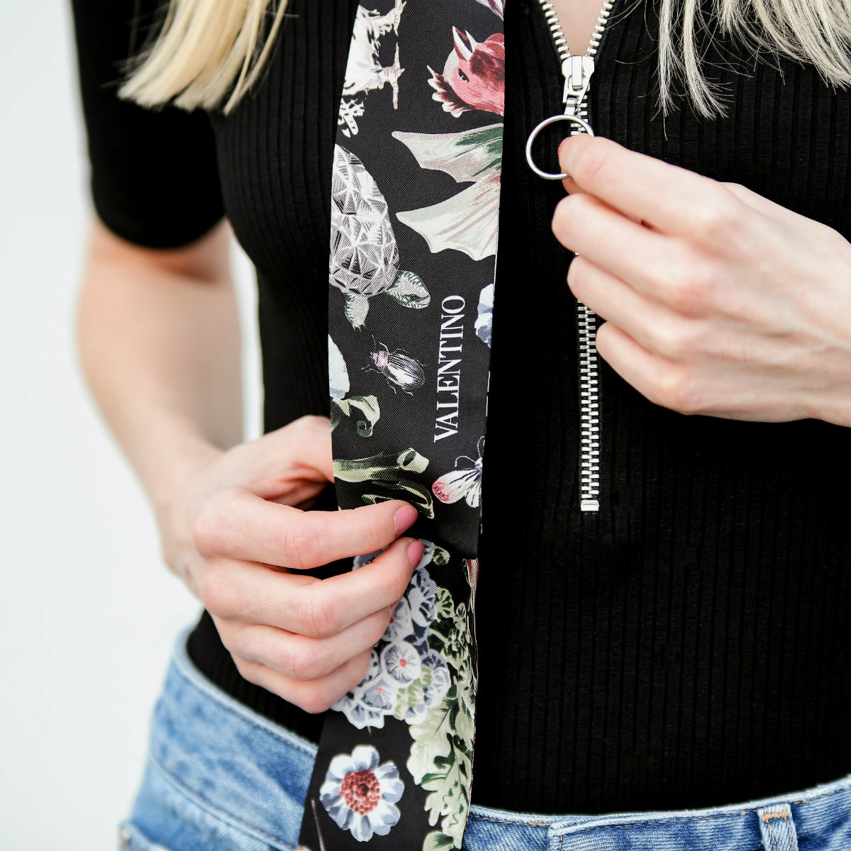 Fashion_Outfit_Zip_Zipper_Body_Valentino_Scarf-14_pixlr