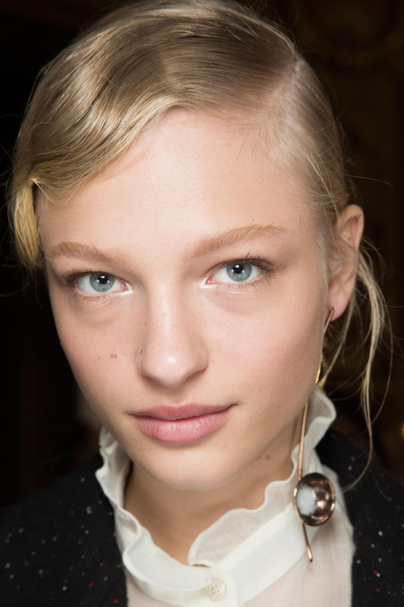 MOD-by-Monique-Fashion-Trends-Velvet-Makeup-4